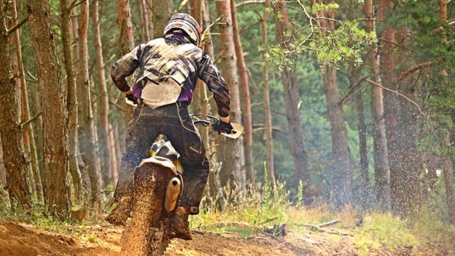 motocross-2492678_640